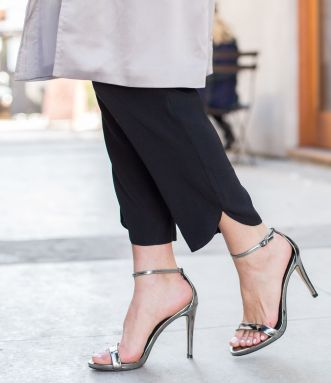 Sydne-Style-shows-the-best-ankle-strap-sandals-from-steve-madden-stecy-heels