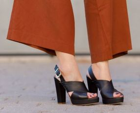 Adicta_A_los_Zapatos+Sandalias_tiras_cruzadas_piel_negras+Calzado_Mujer_Verano+IMG_1303